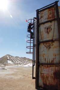 Aaron Otteman at a Wold Properties oil well, High Country News.